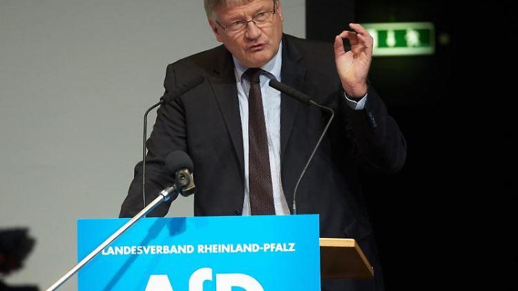 Der AFD-Bundesvorsitzende Jörg Meuthen spricht auf einem Parteitag. Foto: Thomas Frey/dpa