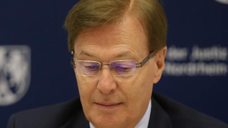 Der Justizminister von Nordrhein-Westfalen, Peter Biesenbach. Foto: David Young/dpa/Archivbild