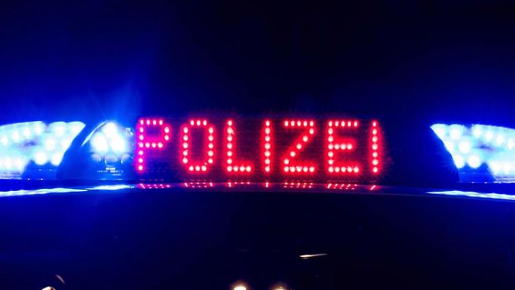 Das Blaulicht an einem Polizeiauto. Foto: Monika Skolimowska/zb/dpa/Symbolbild