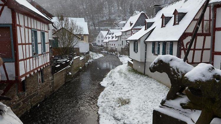 Der Winter hat am Montag ein Intermezzo in der Eifel gegeben. Foto: Thomas Frey/dpa/Archivbild