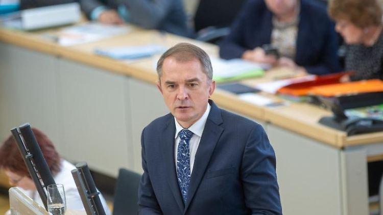 Marco Tullner, (CDU) Bildungsminister im Land Sachsen-Anhalt, spricht im Landtag. Foto: Klaus-Dietmar Gabbert/zb/dpa/Archivbild