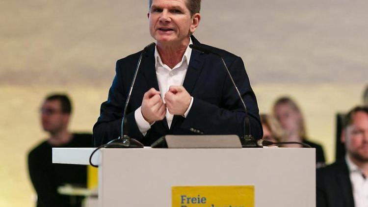 Der Landesvorsitzende Heiner Garg spricht während des Landesparteitags der FDP Schleswig-Holstein. Foto: Frank Molter/dpa