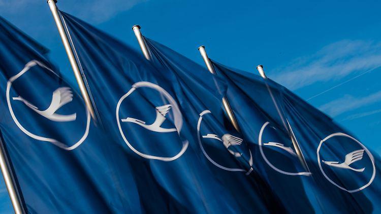 Schlichtung zwischen Lufthansa und Flugbegleitern geplatzt: Drohen weitere Streiks?