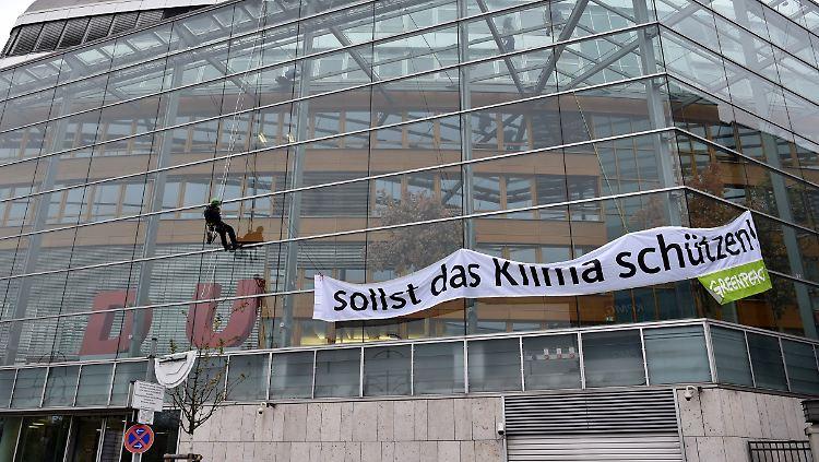 Klimaprotest: Greenpeace-Aktivisten klauen