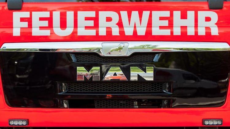 Frontansicht einesLöschfahrzeugs der Feuerwehr. Foto: Hauke-Christian Dittrich/dpa/Symbolbild