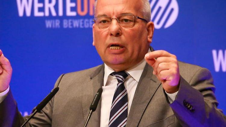 Rainer Wendt, Bundesvorsitzender der Deutschen Polizeigewerkschaft (DPolG). Foto: Christoph Schmidt/dpa/Archivbild