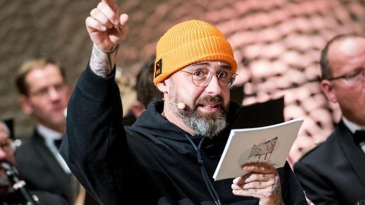 Sido, Rapper, liest in der Elbphilharmonie