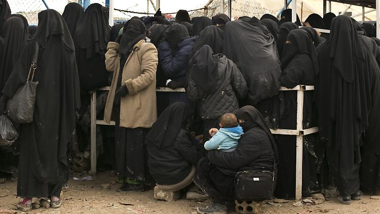 Mithilfe der Bundesregierung: IS-Frau mit Kindern zurückgekehrt