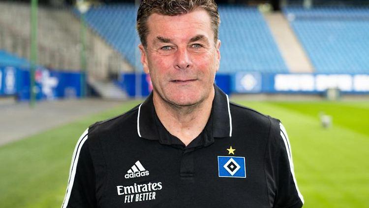 Der HSV-Cheftrainer Dieter Hecking. Foto: Daniel Reinhardt/dpa/Archivbild