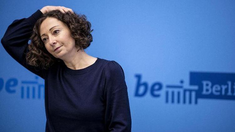 Berlins Wirtschaftssenatorin Ramona Pop (B90/Grüne) bei der Pressekonferenz des Berliner Senats. Foto: Fabian Sommer/dpa