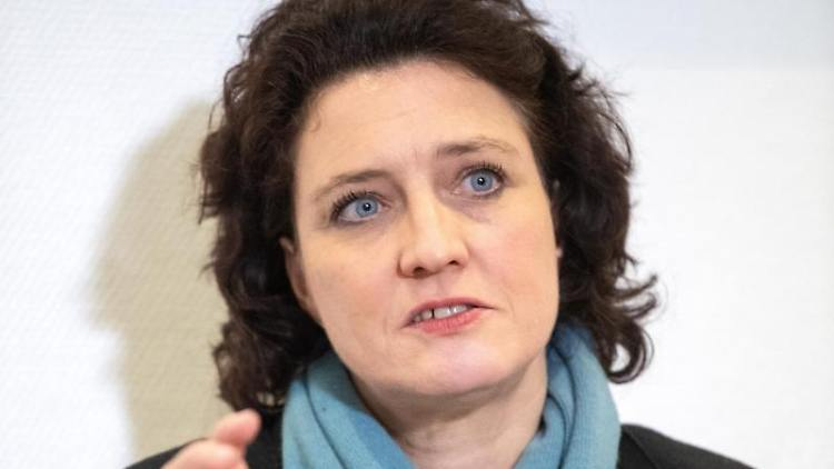 Carola Reimann (SPD), Gesundheitsministerin von Niedersachsen, spricht auf einer Pressekonferenz. Foto: Sina Schuldt/dpa
