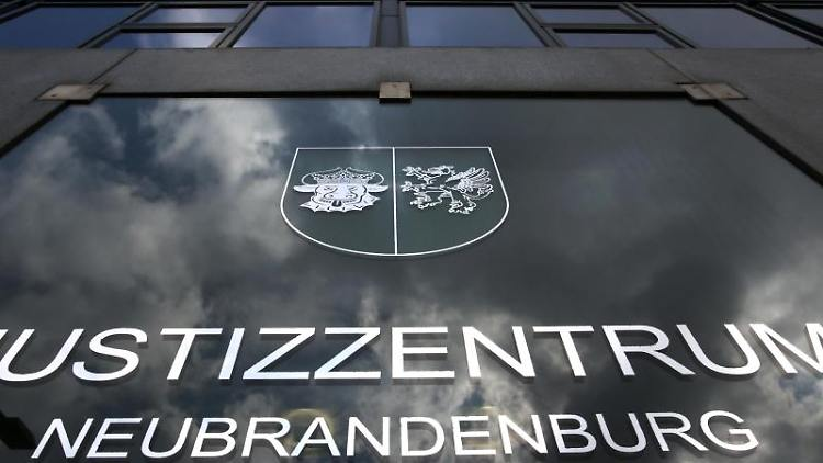 Das Justizzentrum Neubrandenburg mit Landgericht. Foto: Bernd Wüstneck/zb/dpa