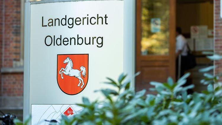 Ein Blick auf das Landgericht Oldenburg. Foto: Mohssen Assanimoghaddam/dpa/Archivbild