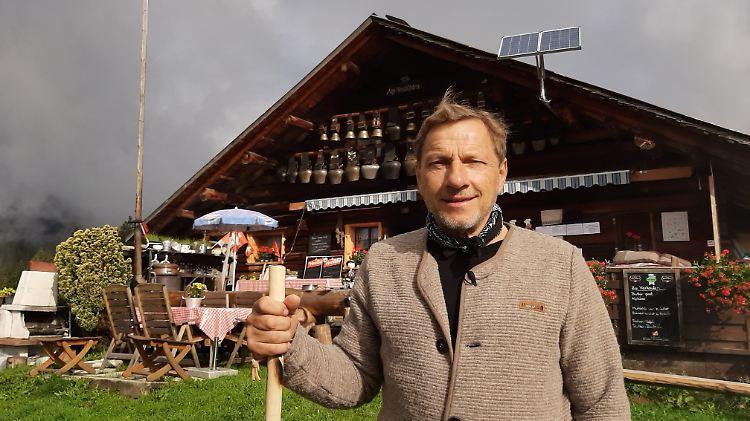 Richy Müller vor der Alpheubühlen-Hütte.jpg