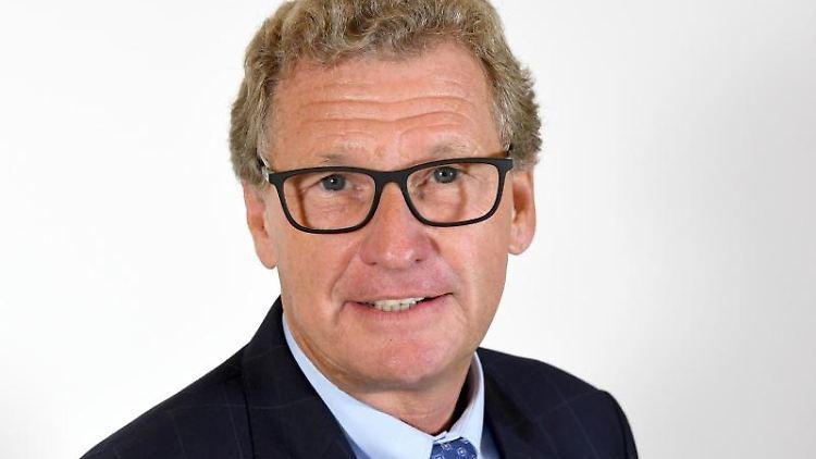 Bernd Buchholz, Wirtschaftsminister von Schleswig-Holstein, steht im Landeshaus von Kiel. Foto: Carsten Rehder/dpa