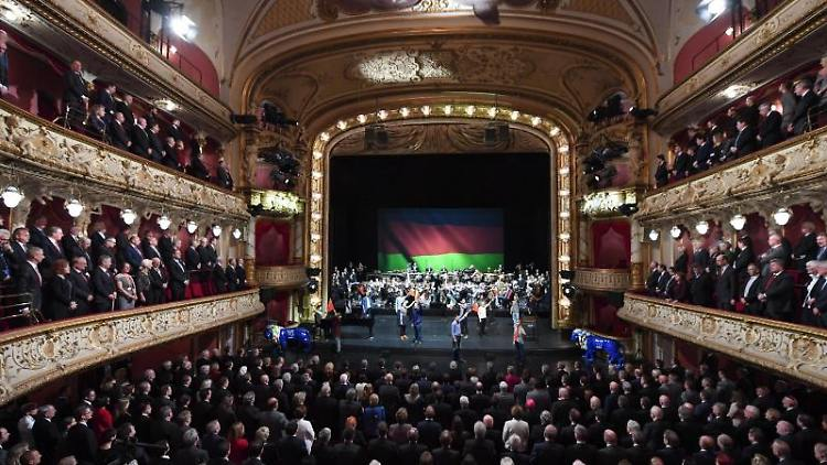Eine Vorstellung im Staatstheater Wiesbaden ist zu sehen. Foto: Arne Dedert/dpa