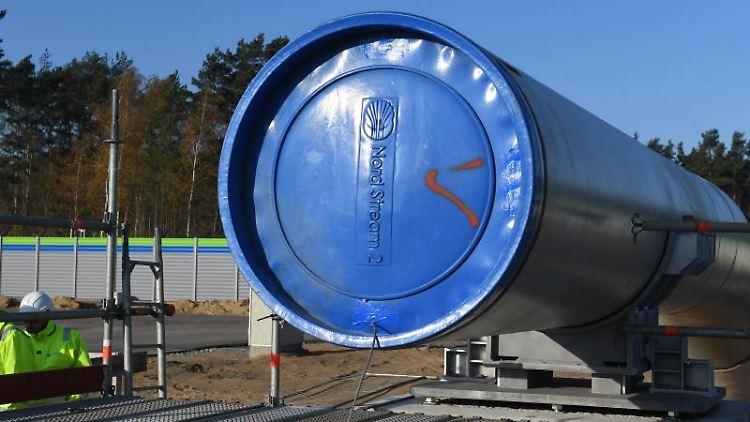 Ein blauer Deckel schließt auf der Baustelle der Ostseepipeline Nord Stream 2 ein Rohr ab. Foto: Stefan Sauer/dpa-Zentralbild/dpa