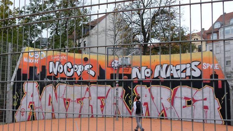 Basketballanlage im linksalternativen Stadtteil Connewitz. Foto: Sebastian Willnow/zb/dpa/Archivbild