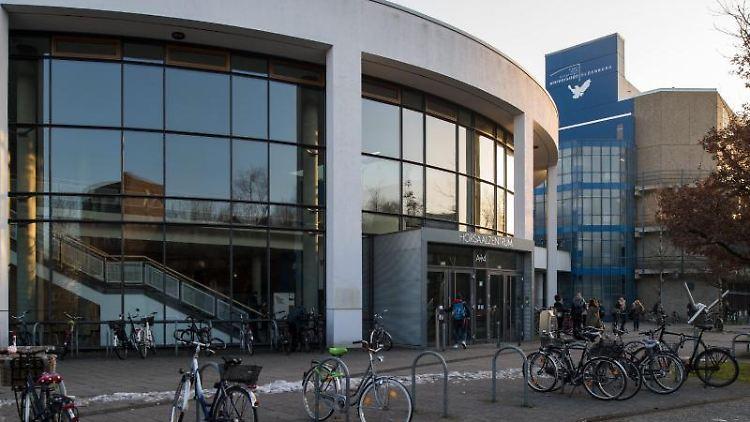 Die Carl-von-Ossietzky-Universität in Oldenburg, an der bald Plattdeutsch gelehrt wird. Foto: Ingo Wagner/dpa/Archivbild