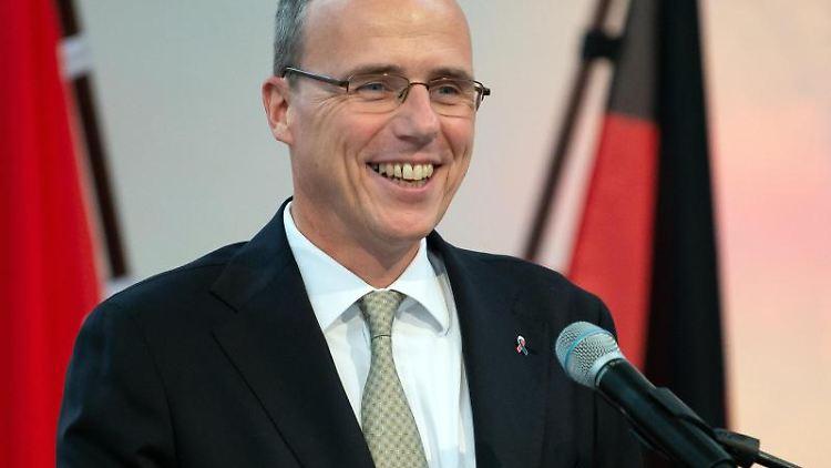 Peter Beuth (CDU), Innenminister von Hessen. Foto: Swen Pförtner/dpa/Archivbild