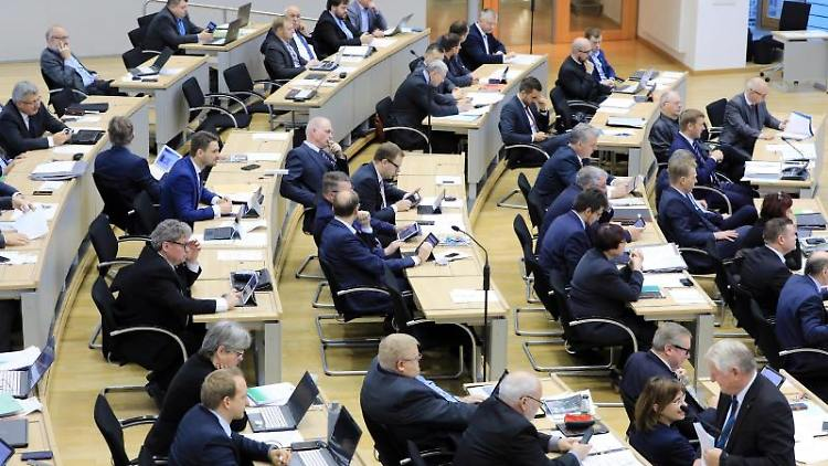Blick in den Landtag von Sachsen-Anhalt. Foto: Peter Gercke/dpa-Zentralbild/dpa