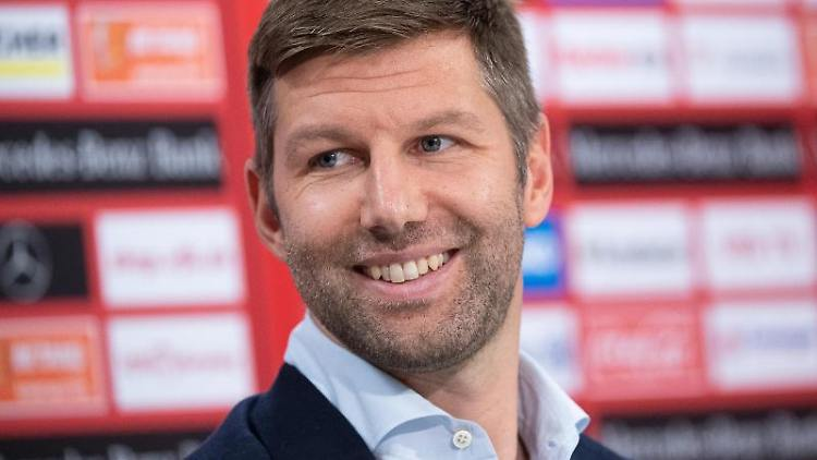 Thomas Hitzlsperger, Vorstandsvorsitzender des VfB Stuttgart, nimmt an einer Pressekonferenz teil. Foto: Sebastian Gollnow/dpa/Archivbild