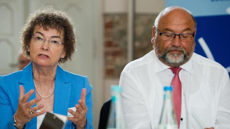 Margit Haupt-Koopmann und Harry Glawe (CDU). Foto: Stefan Sauer/zb/dpa/Archivbild