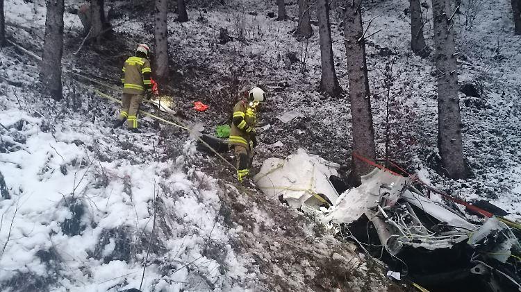Pilot stirbt, Töchter (9 und 11) schwer verletzt