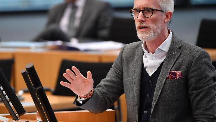 Benjamin-Immanuel Hoff spricht in der aktuellen Stunde im Thüringer Landtag. Foto: Martin Schutt/dpa-Zentralbild/dpa/Archiv