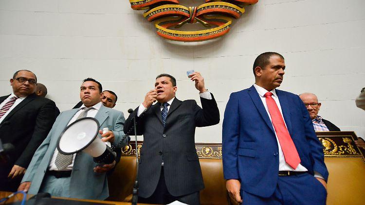 Wahlen - Chaos in Venezuela: Parlament wählt Vorsitzenden doppelt