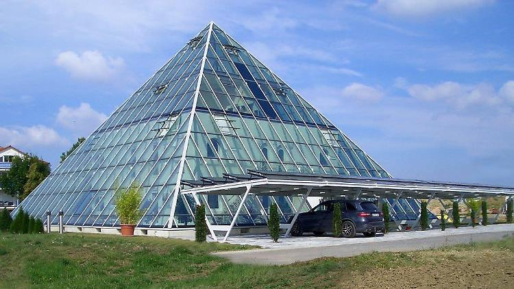 161014_Pyramide_2_ba_03_ohne_Logo-1.jpg