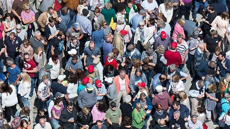 Eine Menschenmenge. Foto: Silas Stein/dpa/Archiv