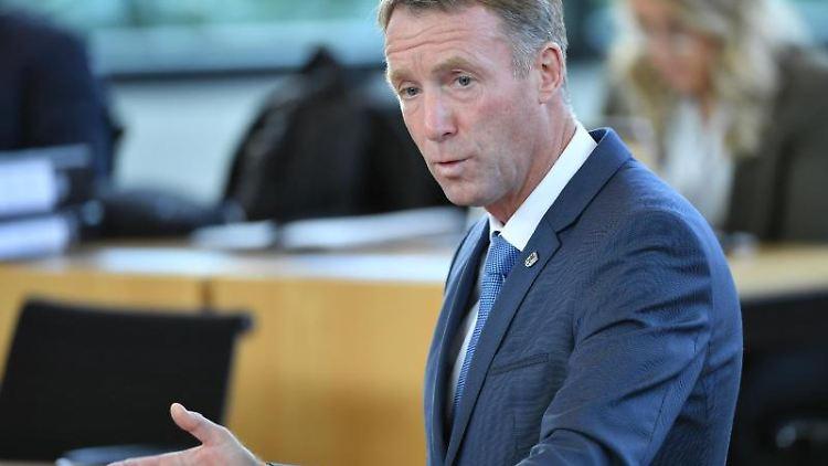 Raymond Walk, CDU-Generalsekretär in Thüringen, spricht während der Sitzung des Thüringer Landtages. Foto: Martin Schutt/zb/dpa/Archivbild