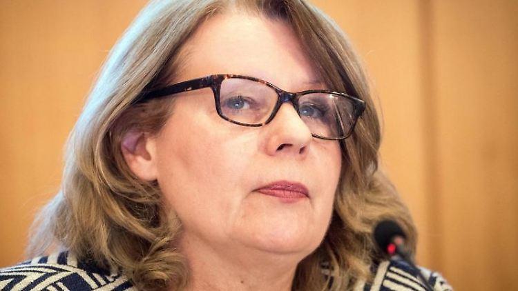 Cornelia Prüfer-Storcks (SPD), Senatorin für Verbraucherschutz in Hamburg, vor der Presse. Foto: Christian Charisius/dpa