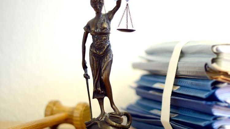 Eine Staue der Justitia. Foto: Volker Hartmann/dpa/Archivbild