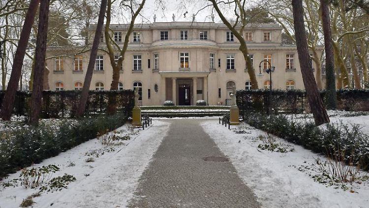 Die Gedenk- und Bildungsstätte Haus der Wannsee-Konferenz ist zu sehen.jpg