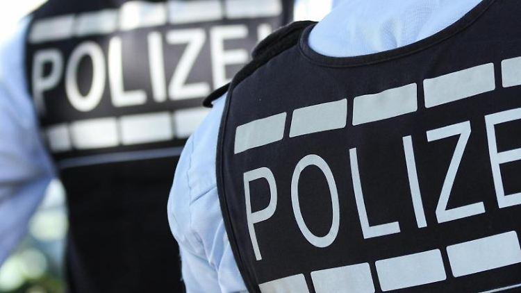 In Westen gekleidete Polizisten. Foto: Silas Stein/dpa/Illustration/Archiv