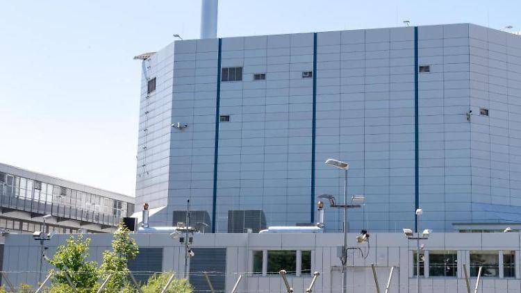 Der Forschungsreaktor München II (FRM II) steht auf dem Gelände der Technischen Universität München (TUM) im Norden der bayerischen Landeshauptstadt. Foto: Peter Kneffel/dpa/Archiv