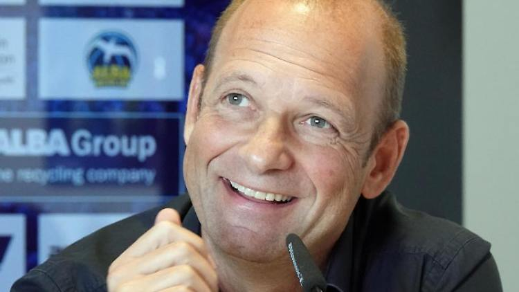 Marco Baldi, Geschäftsführer von Alba Berlin, lacht während einer Pressekonferenz. Foto: Anne Pollmann/dpa/Archivbild