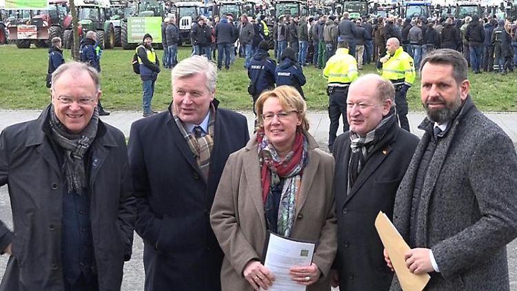 Stephan Weil (SPD), BerndAlthusmann (CDU), Barbara Otte-Kinast (CDU), Reinhold Hilbers (CDU)und Olaf Lies (SPD). Foto: Andre von Elten/Nord-West-Media TV/dpa/Archivbild