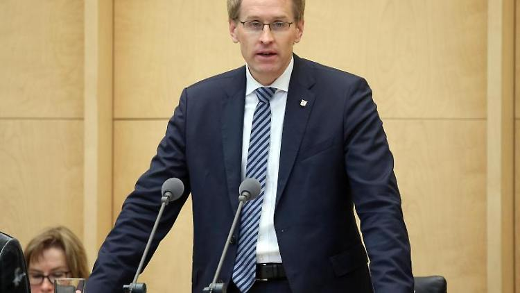 Schleswig-Holsteins Ministerpräsident Daniel Günther (CDU) hält eine Rede im Bundesrat. Foto: Wolfgang Kumm/dpa/Archivbild