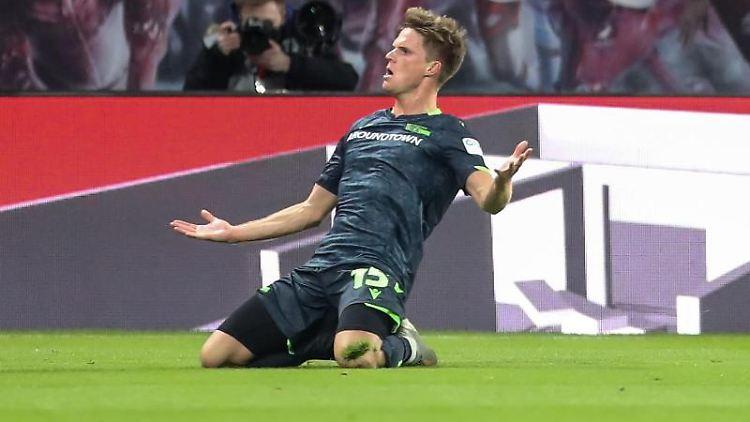 Marius Bülter jubelt nach seinem Treffer in Leipzig. Foto: Jan Woitas/dpa-Zentralbild/dpa