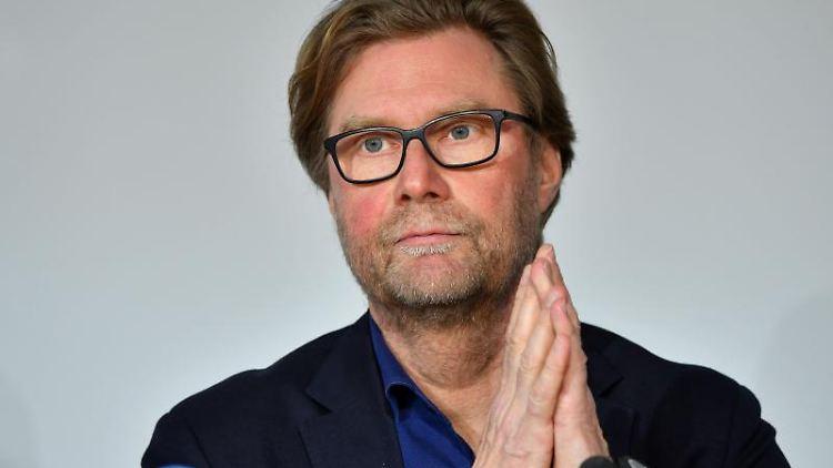 Dirk Adams, Fraktionsvorsitzender von Bündnis90/Die Grünen in Thüringen, vor der Presse. Foto: Martin Schutt/dpa-Zentralbild/dpa