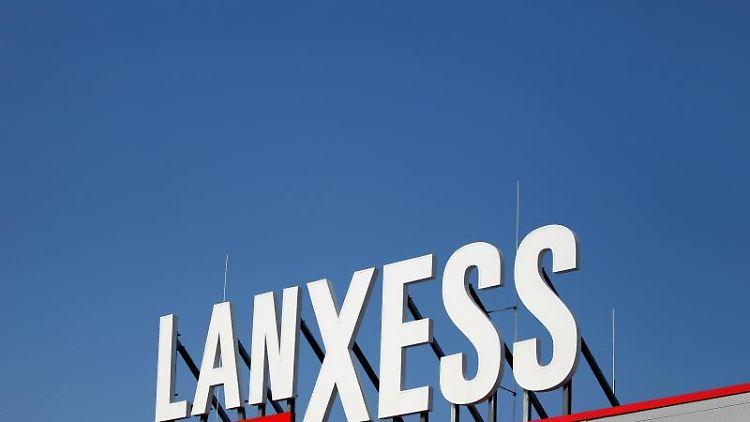 Das Logo des Spezialchemie-Konzerns Lanxess. Foto: Jan Woitas/dpa-Zentralbild/dpa/Archivbild