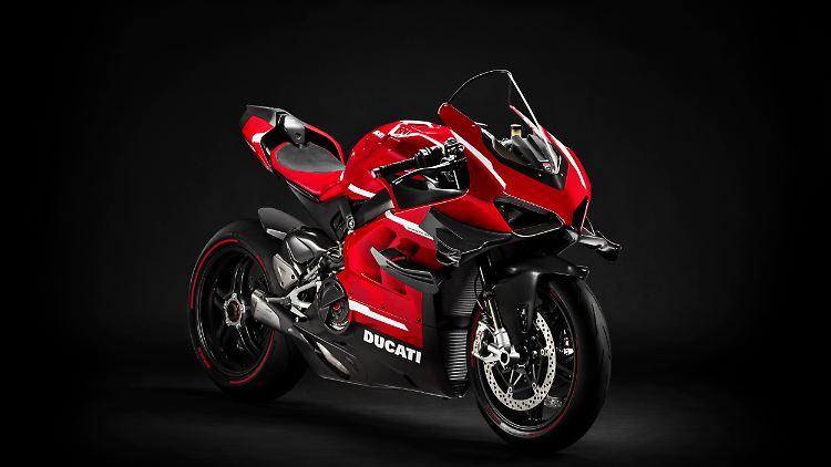 01_Ducati_Superleggera_V4_UC145951_High.jpg