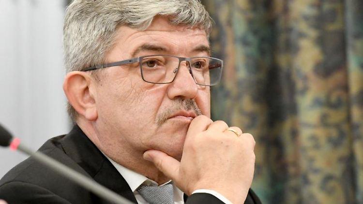 Lorenz Caffier (CDU), Innenminister von Mecklenburg-Vorpommern. Foto: Carsten Rehder/dpa