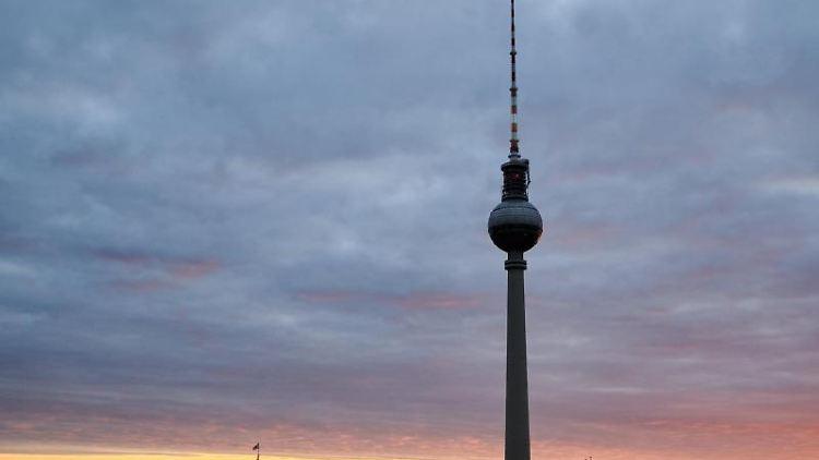 Die Stadtansicht zeigt den Berliner Fernsehturm. Foto: Annette Riedl/dpa/Archivbild