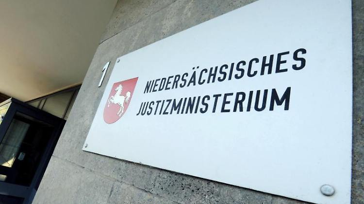ARCHIV - das Gebäude des Justizministeriums in Hannover. Foto: picture alliance / dpa/Archivbild