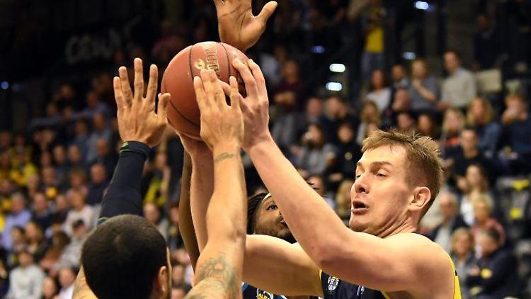 Basketball: EWE Baskets Oldenburg - Alba Berlin. Foto: Carmen Jaspersen/dpa