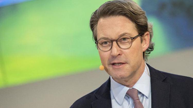 Bundesverkehrsminister Andreas Scheuer (CSU, r). Foto: Paul Zinken/dpa